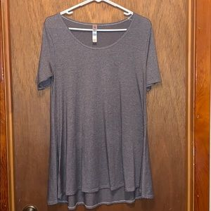 LulaRoe gray perfect T.